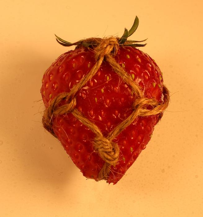 bondage-strawberry